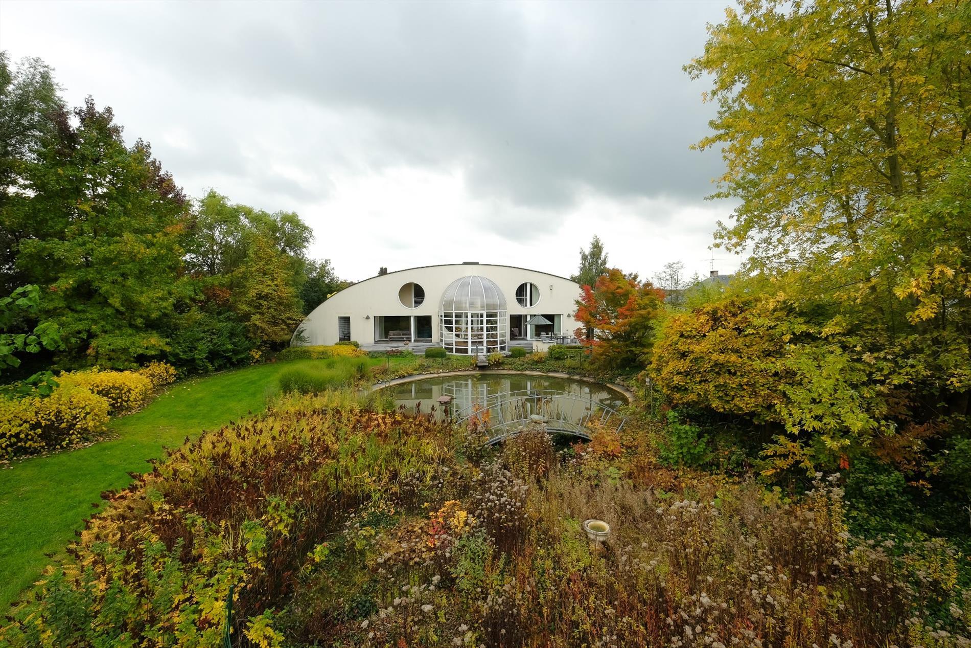 Topklasse Villa In Moderne Architectuur Op Ca  1 4 Ha Te