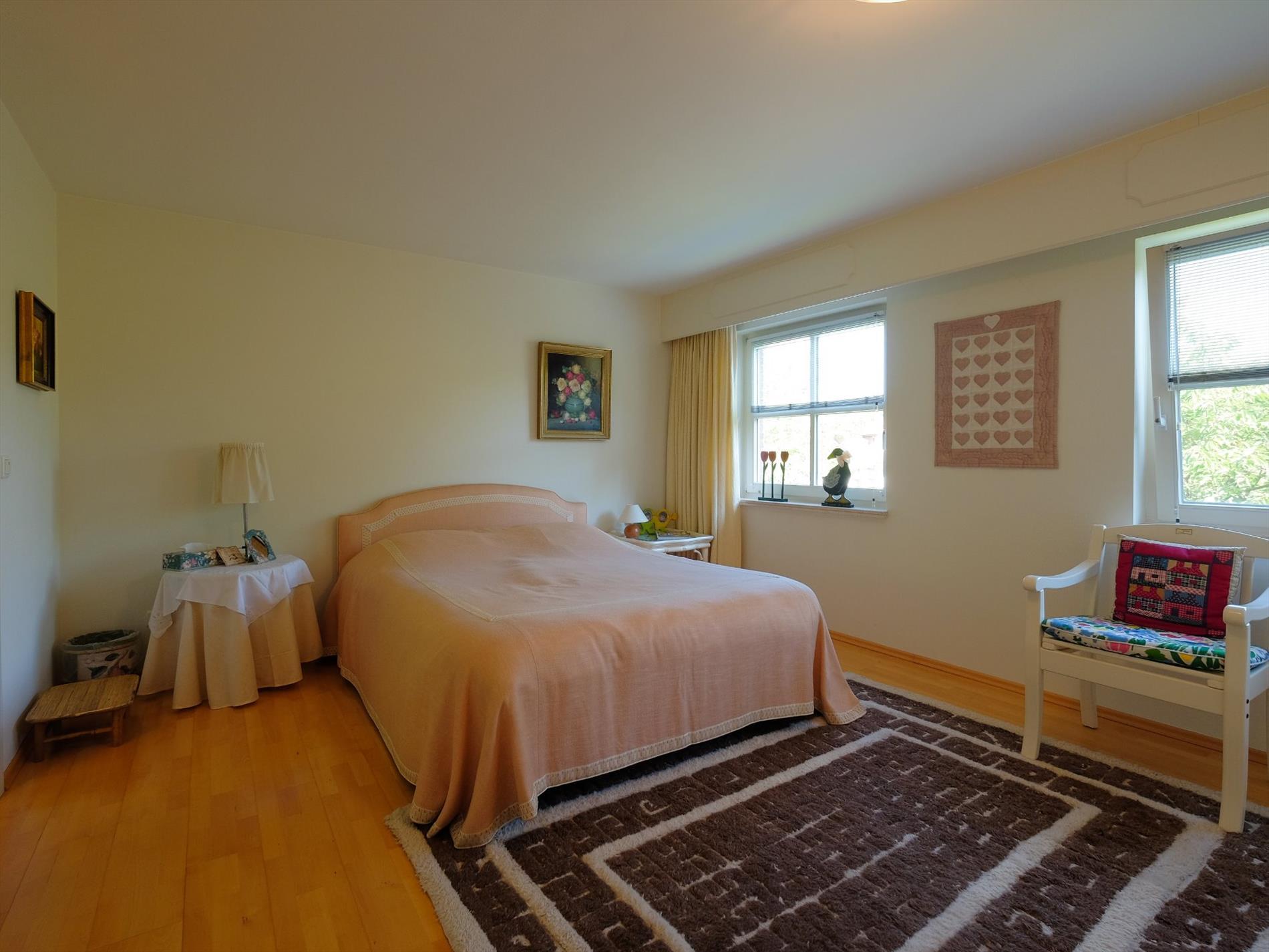 Eigentijdse villa met 4 slaapkamers 2 badkamers op zonnig perceel
