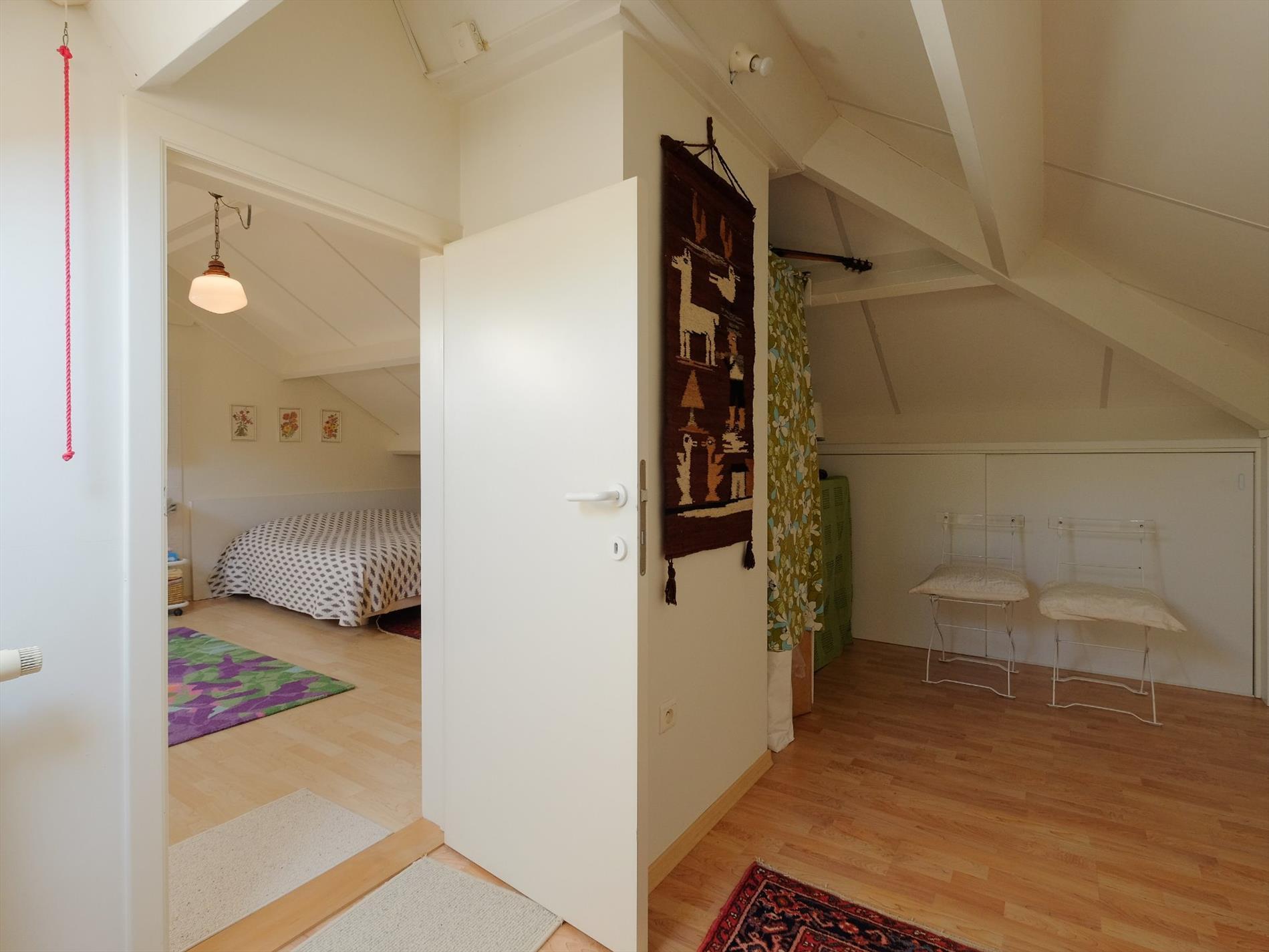 Eigentijdse villa met 4 slaapkamers 2 badkamers op zonnig perceel van 1383 m - Eigentijdse design slaapkamer ...