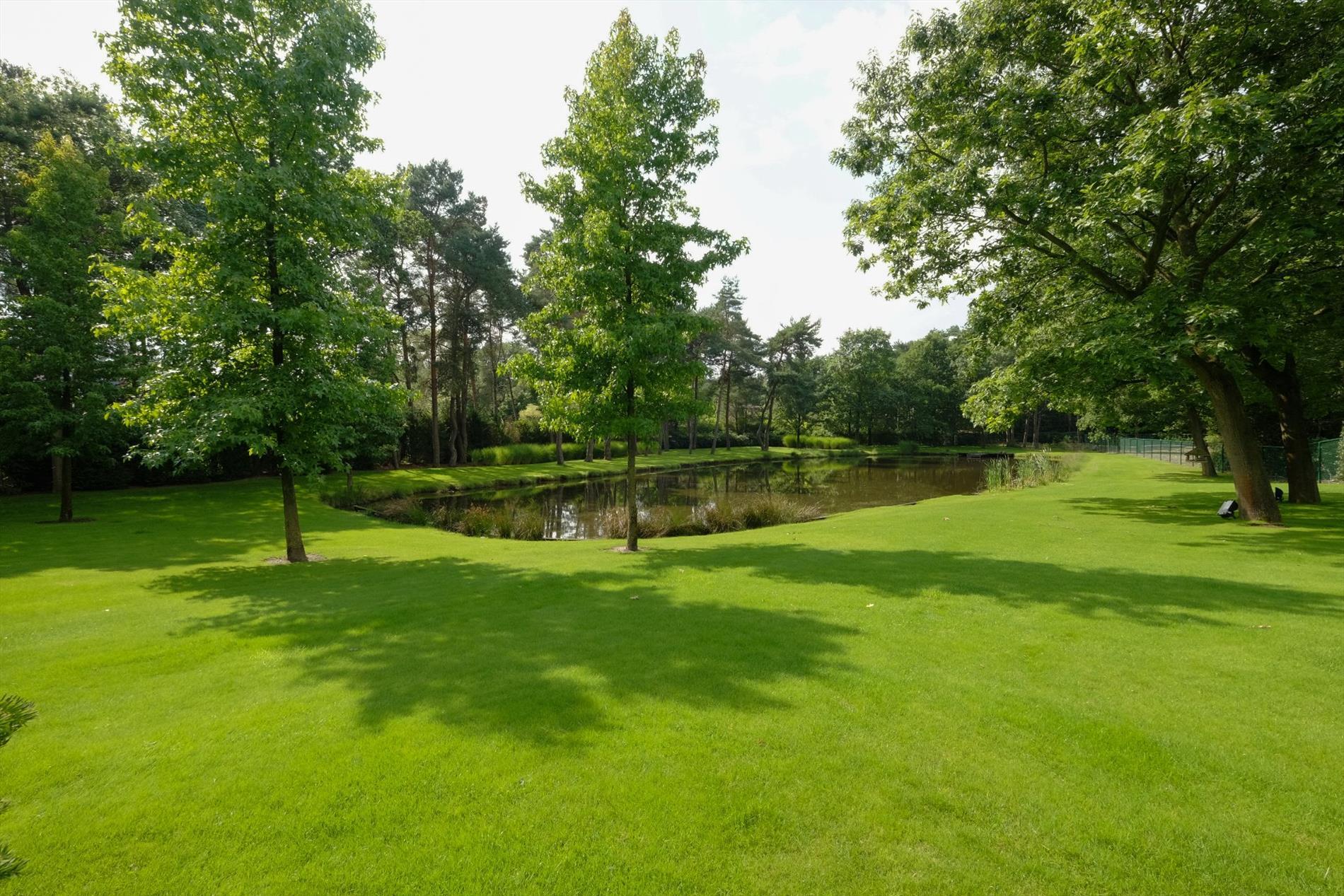 Park Als Tuin : Topklasse villa met parktuin residentieel gelegen op ruim 1 ha te