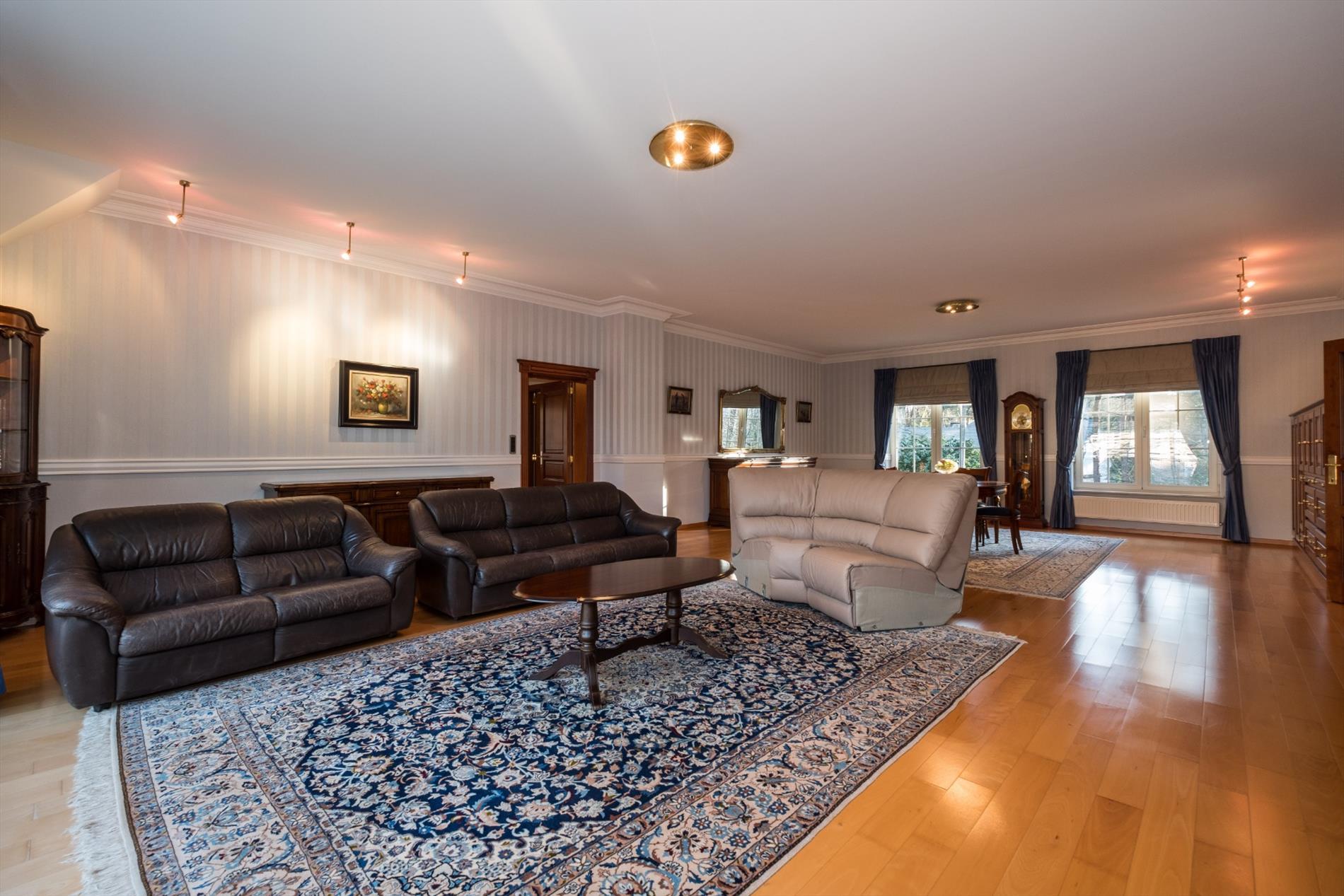 Ruime villa met 4 slaapkamers, 3 badkamers, luxueus uitgeruste ...