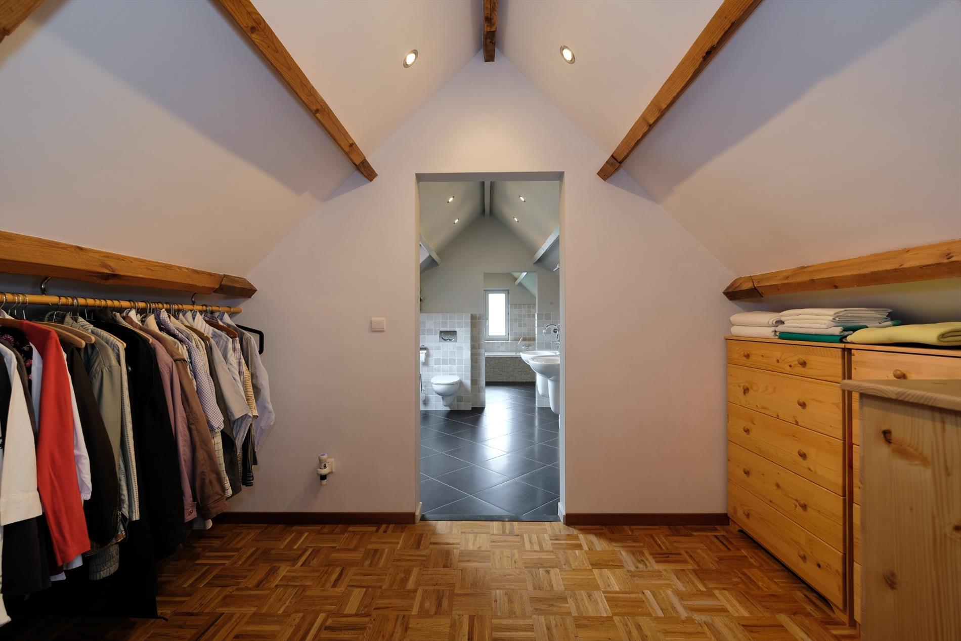Ruime woning met 4 slaapkamers en 2 badkamers op 1.128 m²
