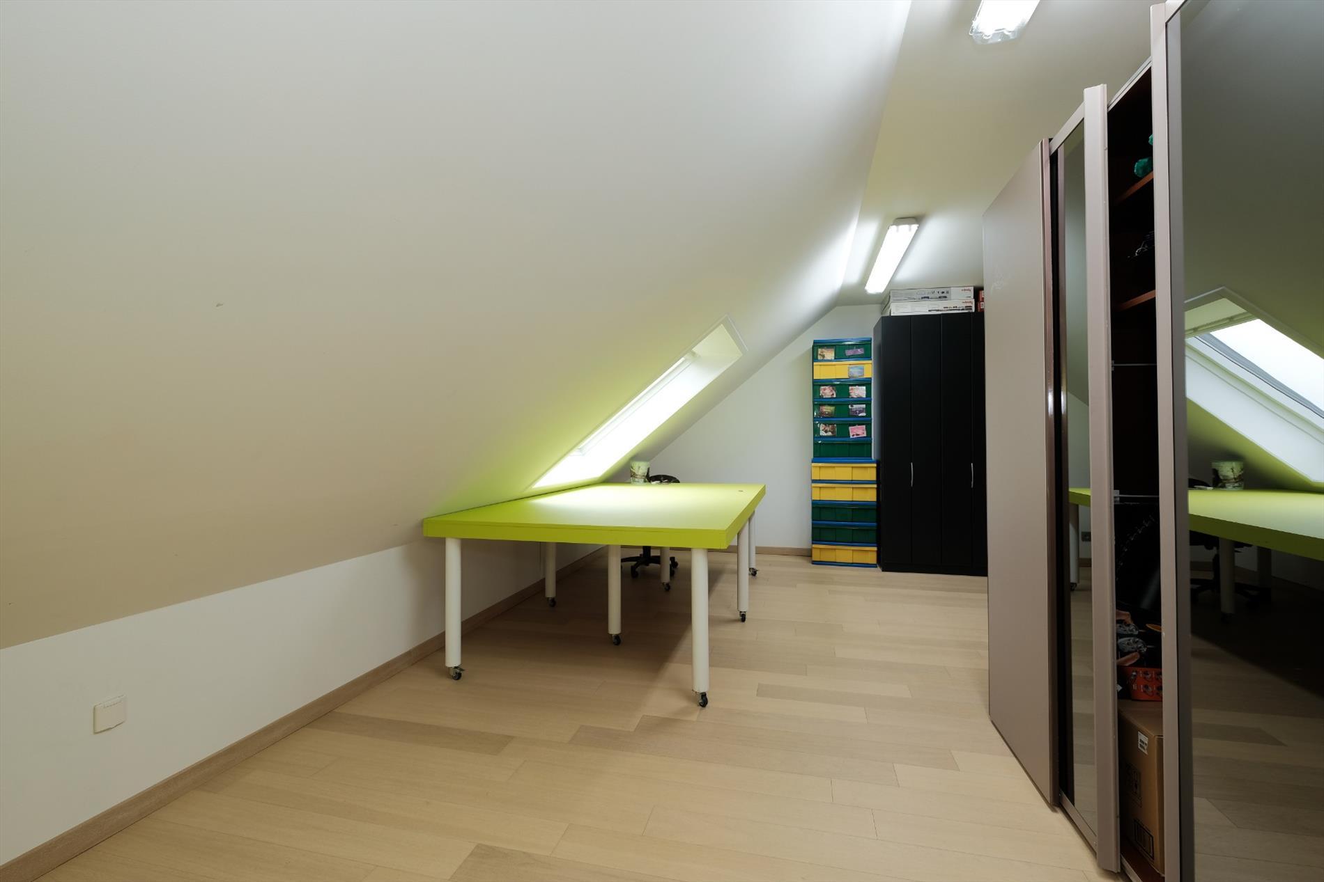 Ruime villa met 3/4 slaapkamers, dakterras, garage, relaxruimte ...