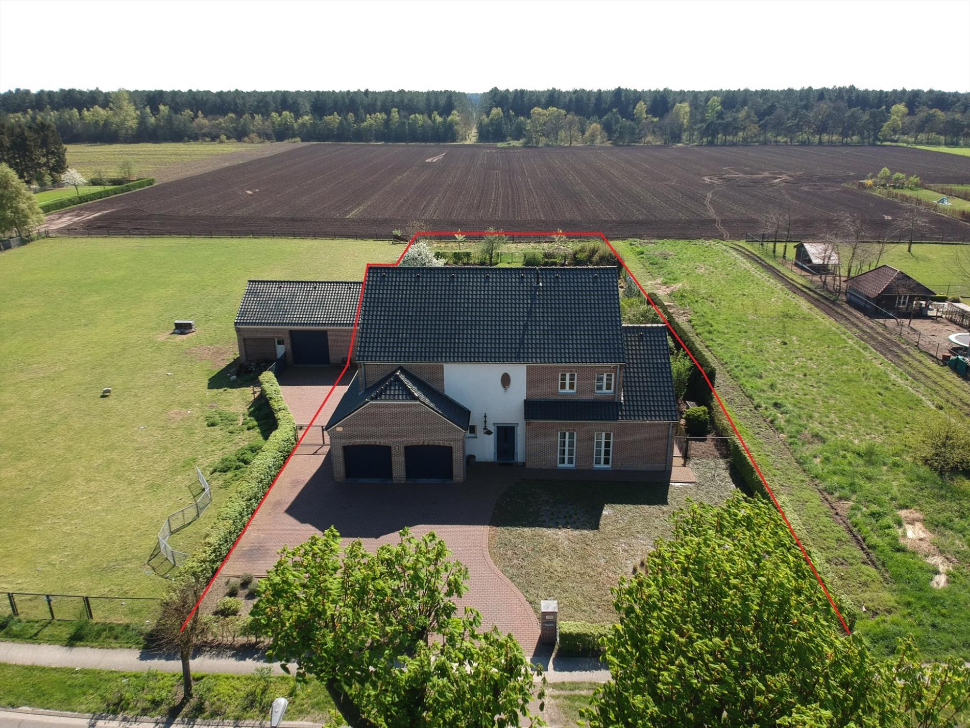 Recente villa op perceel van ca m gelegen op een for Landelijke woning te koop