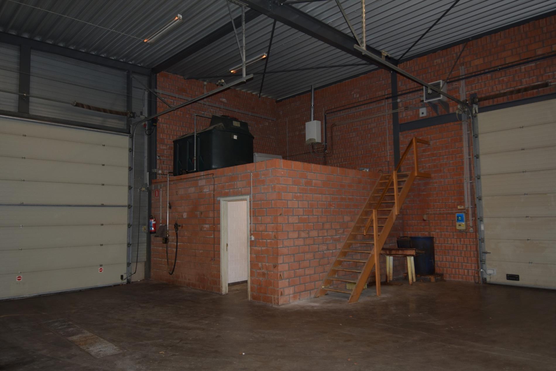 Spiksplinternieuw TE KOOP : KMO gebouw HG-96
