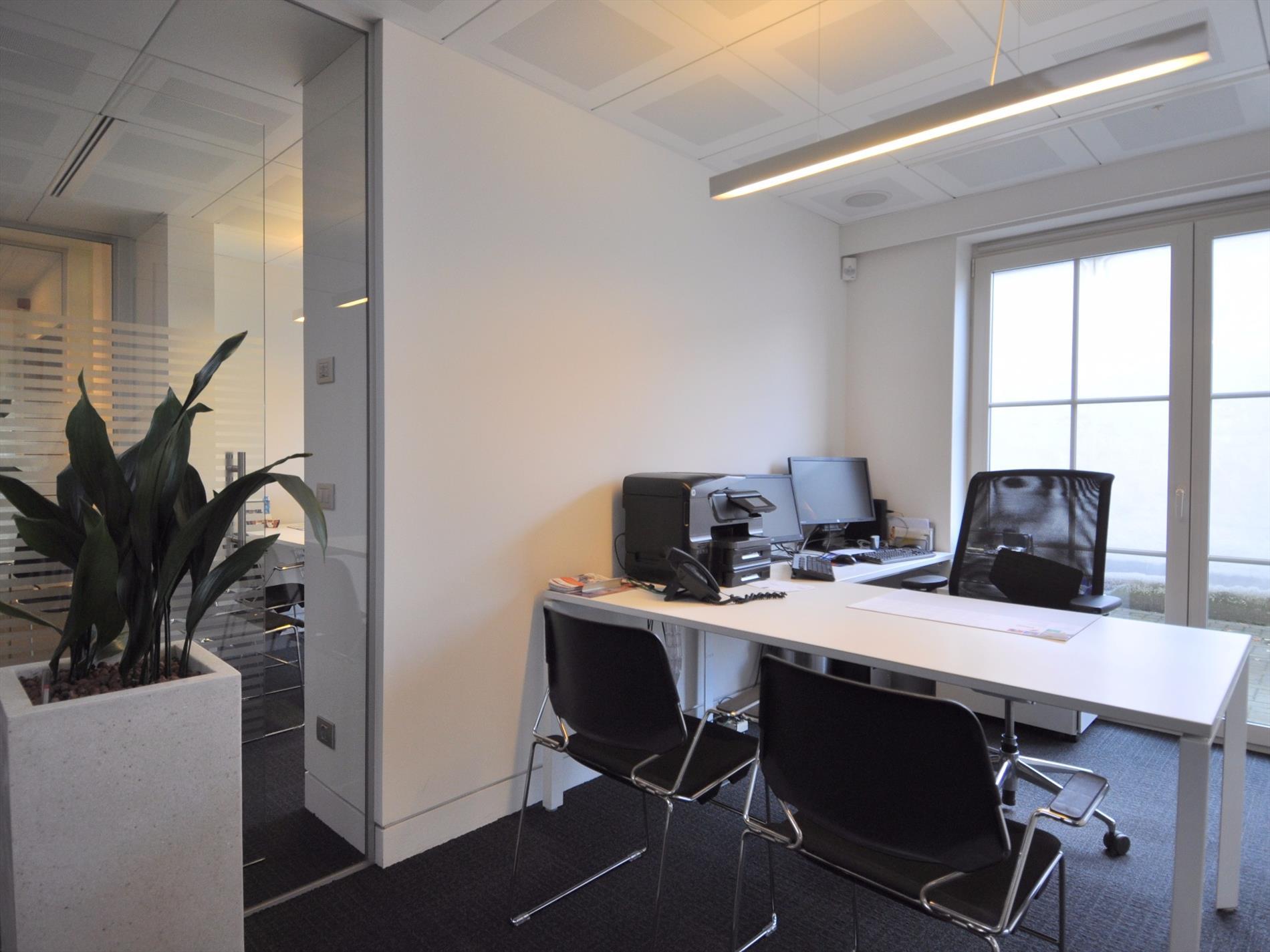 Modern Kantoor Interieur : Ruim modern kantoor van ca m² in het centrum van oud turnhout