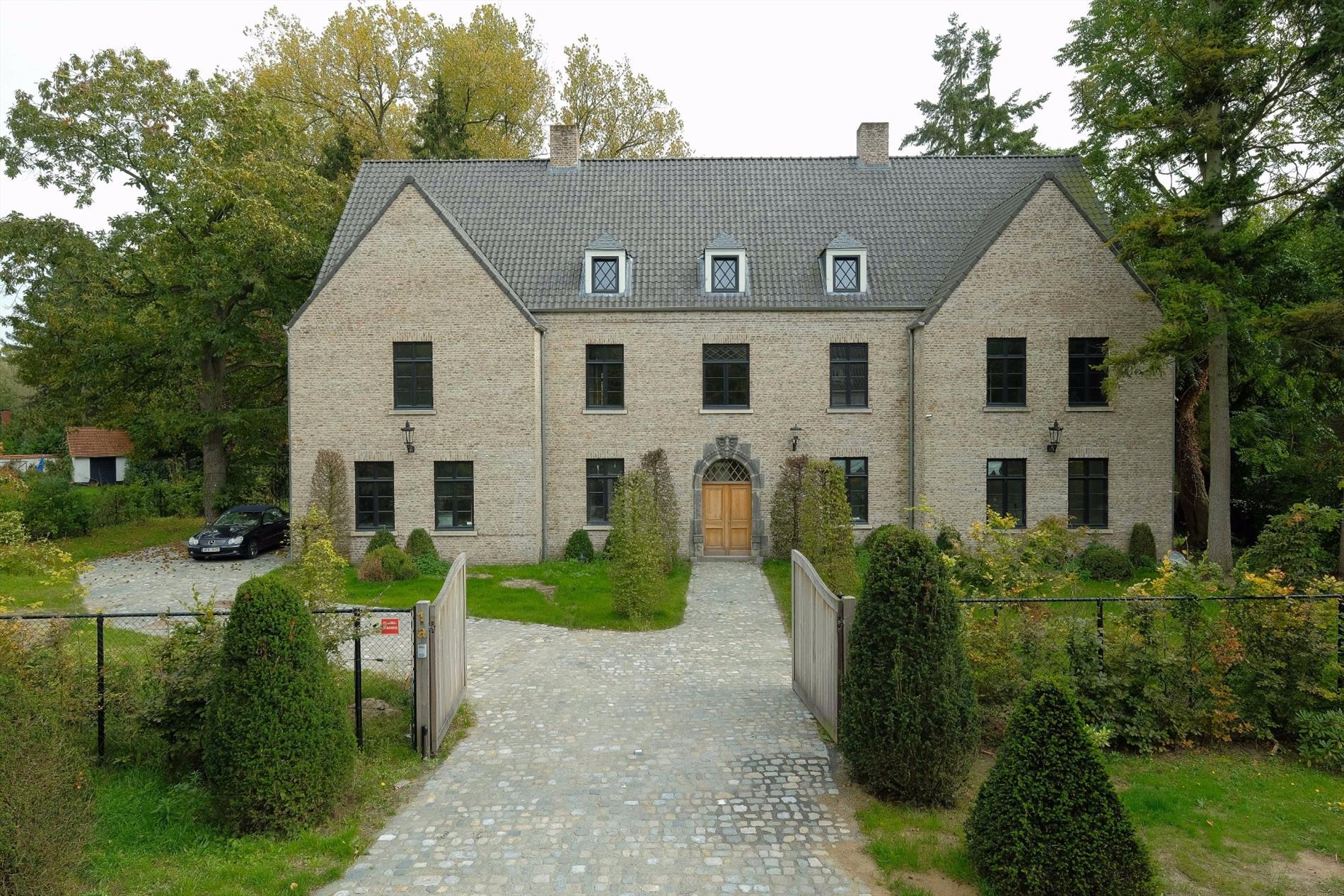 Luxueus Afgewerkte Villa Op Ca  2 000 M U00b2 In Hof Ter Linden