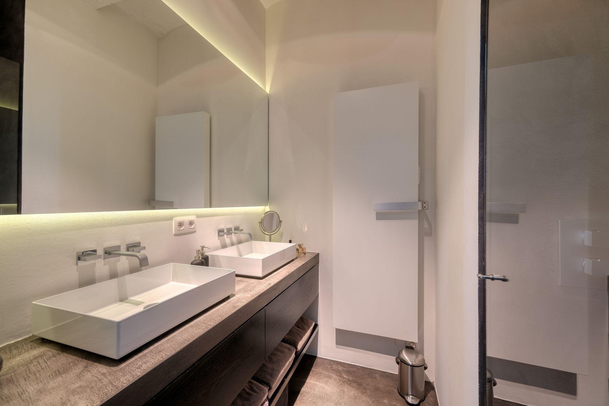 Lange spiegel in je badkamer
